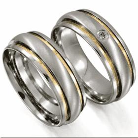 Alianças de Namoro em Aço Cirúrgico Abaulada com 2 filetes de Ouro nas Laterais
