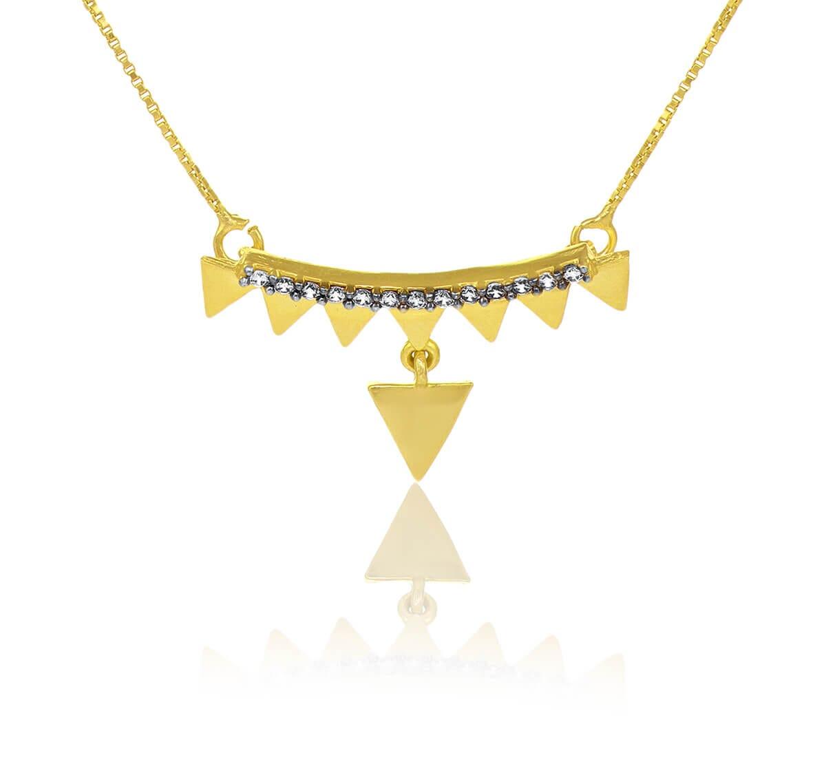 Gargantilha folheada a Ouro com pingente triângulo e zircônias brancas